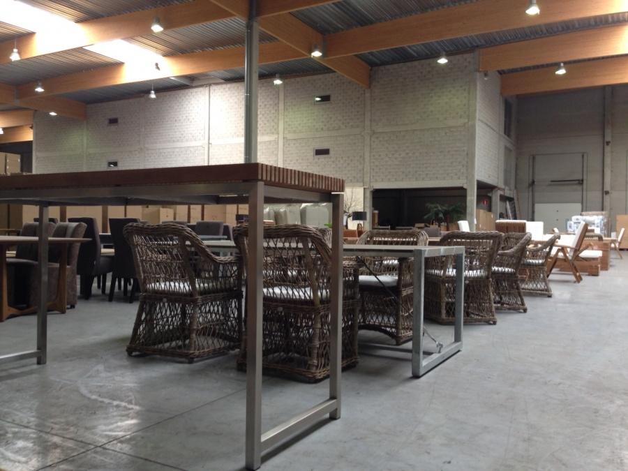 Verkoop van toonzaal meubelen vanwege de importeur - Destockage de meubles ...